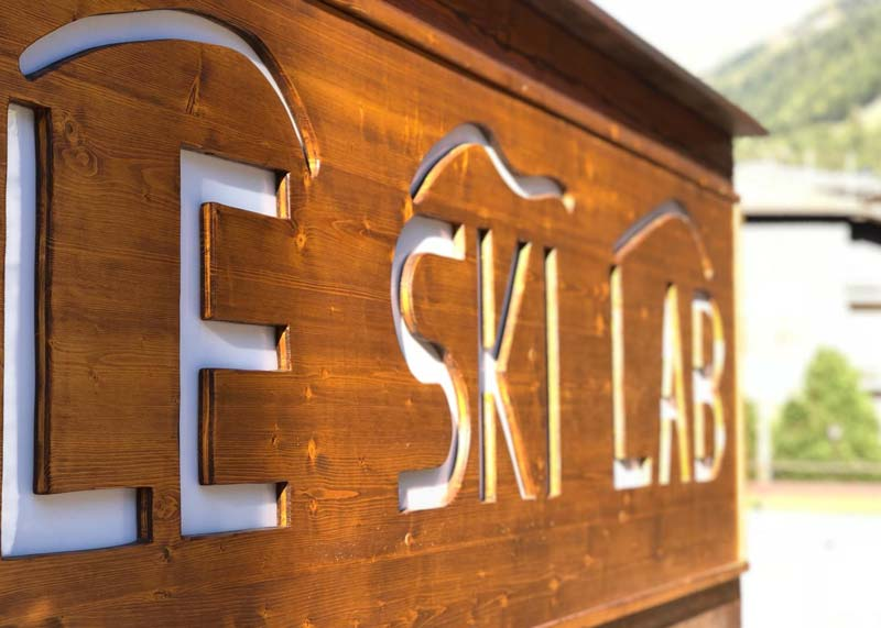 Outside Ski hire Le Ski Lab